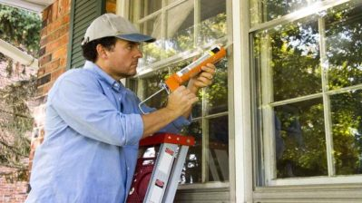 man-caulking-window-exterior-ht4w1280-600x338